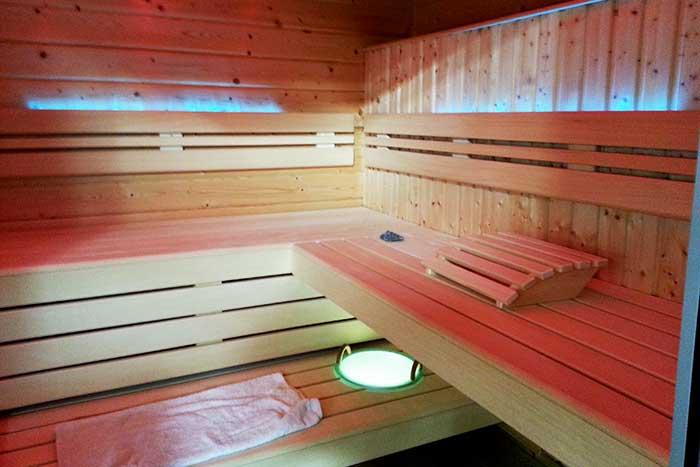 Müther-Sauna mit Beleuchtung