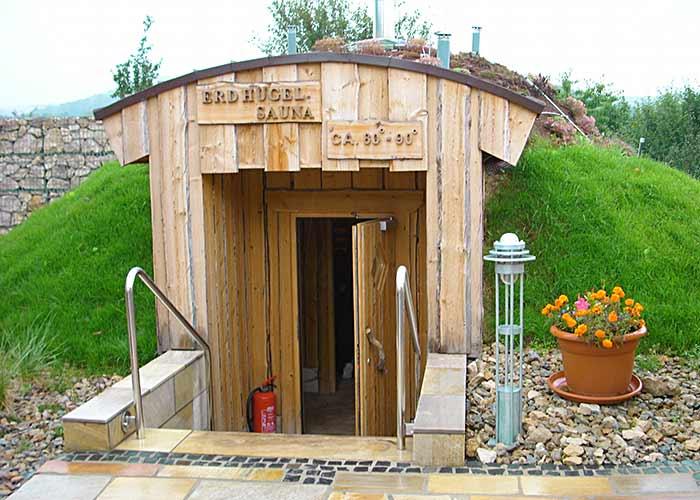Thermalbad Bad Rodach Saunabereich, Wellnessanlage (innen, außen), Erdsauna, Kelo-Außensauna, Erdhügelsauna, Eventsauna