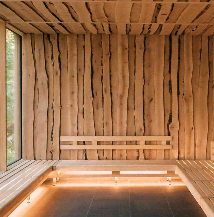 Das Birkenholz sorgt für eine urige Atmosphäre.