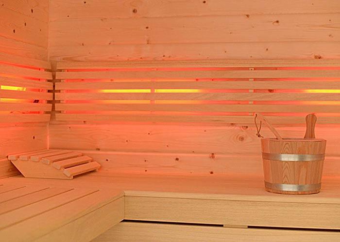 Blockbohlensauna Sitzbank LED
