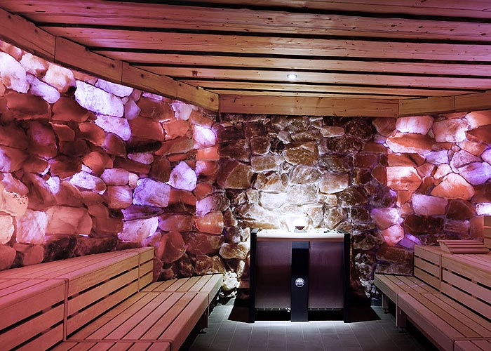 Salzkristall Sauna beleuchtet